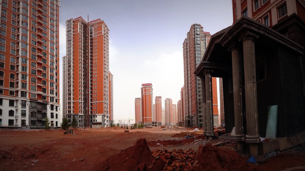 Figure 3: Ghost city: empty streets and vacant homes in Ordos, China, 2014. (Photo by Colorful Rebel)