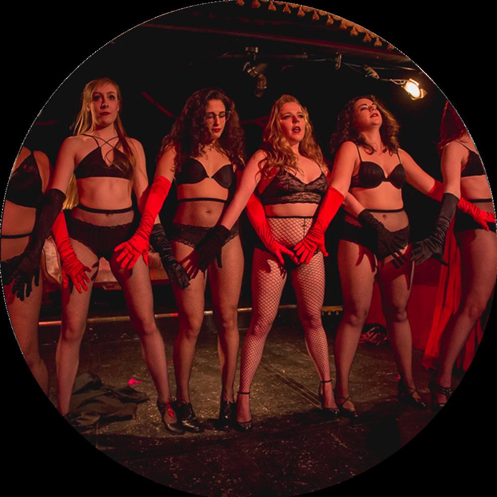 """Show Ponies : Chorégraphie de Groupe - Un cours de mouvement burlesque qui s'attarde autant à l'aspect danse qu'à l'aspect performance, avec pour but de créer un numéro de groupe pour le spectacle de fin de sessionL'inscription à ce cours requiert d'avoir au moins deux ans d'expérience en danse, ou d'avoir suivi le cours """"Burlesque pour débutants"""""""