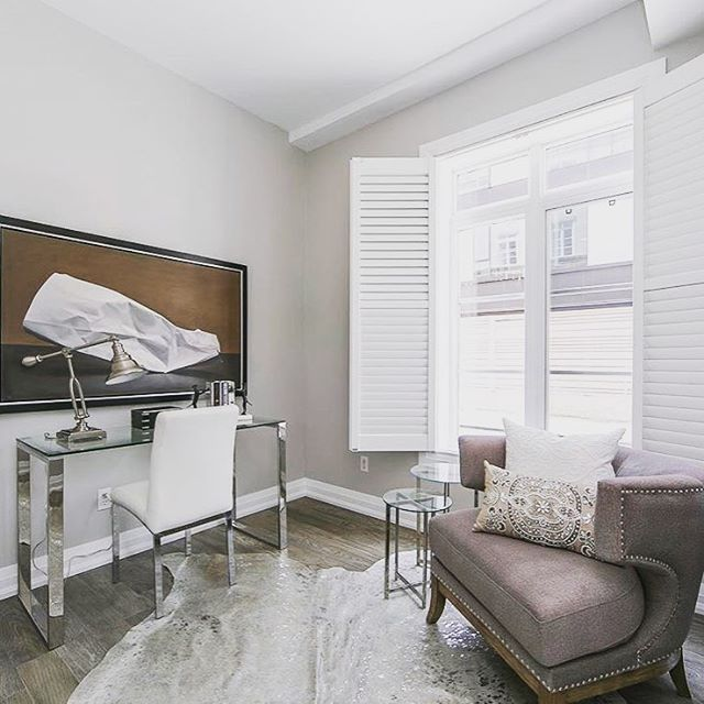 All rooms need a little glitz and glam! Loving this sparkly hide rug we used in a staging this summer!! In partnership with @sarah_moyse . . . . . . .  #homestaging #officeglam #ilikebigart #lightandbright #stagingworks #stagingsells #styledinteriors @styled_interiors #torontorealestate #luxuryhomes #gtarealestate #realestate