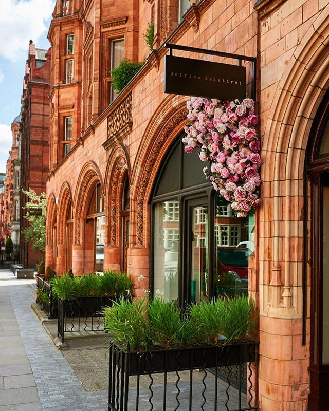 The vision is to make #Mayfair the most desirable and attractive area of London in which to live, work and visit. #haveyoursay online today . . . . . . . . . . . . . #mayfair #mayfairlife #mayfairlondon #mayfairforum #neighbourhood #neighbourhoodplanning #london #londonlife #londonstreets #instadaily #prettycitylondon #mountstreet #westminster #w1 #londonscene #thisislondon #prettylittlelondon #consultation #community
