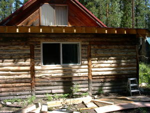 This log cabin addition utilizes three-sided or D-logs.  D-logs can be made from a greater variety of timber than conventional house logs, thereby utiizing our timber resources more effectively.