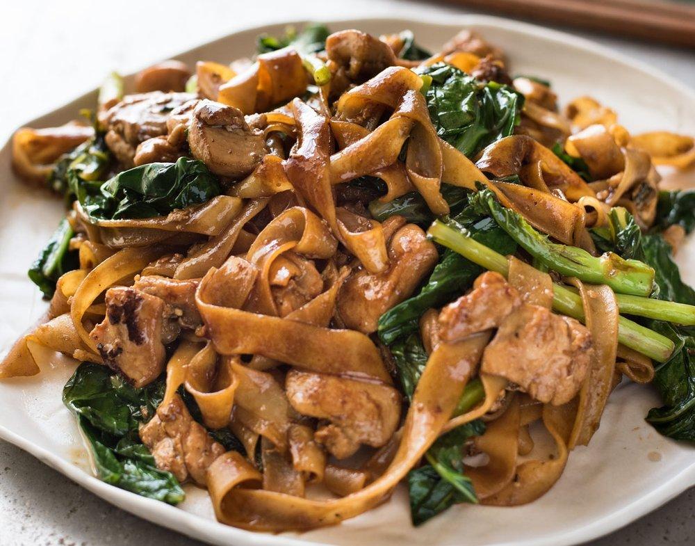 Pad-See-Ew-Thai-Noodles_1-1.jpg
