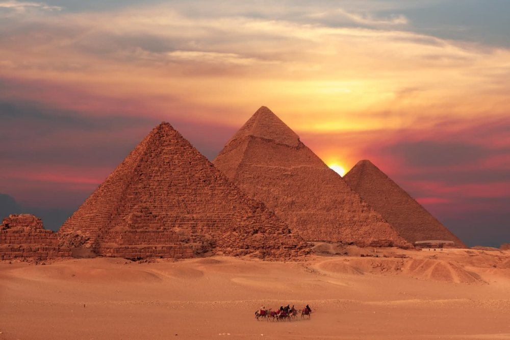 Beautiful-Sunset-View-OF-The-Egyptian-Pyramids.jpg