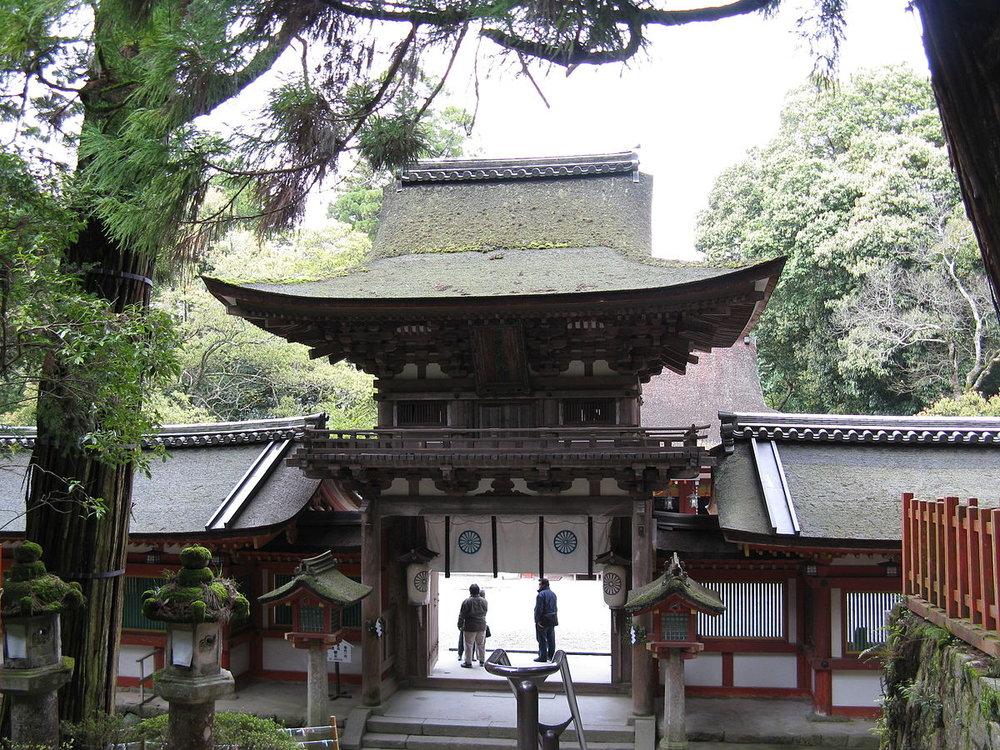 Isonokami-jingu_romon.jpg