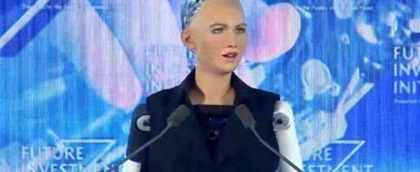 elon-musk-gets-called-out-by-ai-robot-sophia-during-interview-121277-7.jpg