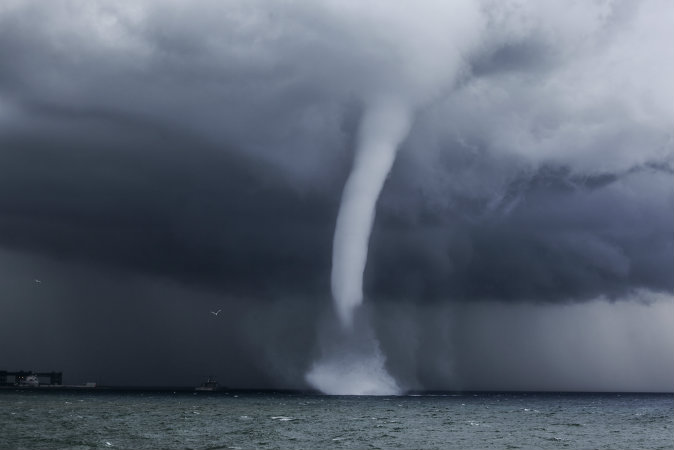 waterspout-shutterstock_212688577-WEBONLY.jpg