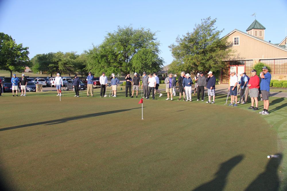 2018 ServingHIM Golf Tny putting contest.jpg