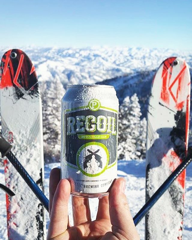 Thigh burn snow turns deserve a mid-mountain refreshment ⛷ . #adventureswithpayette #earnyourbeer #craftbeer #craftcans #fanphoto #recoilipa #brewwithaview #snowday