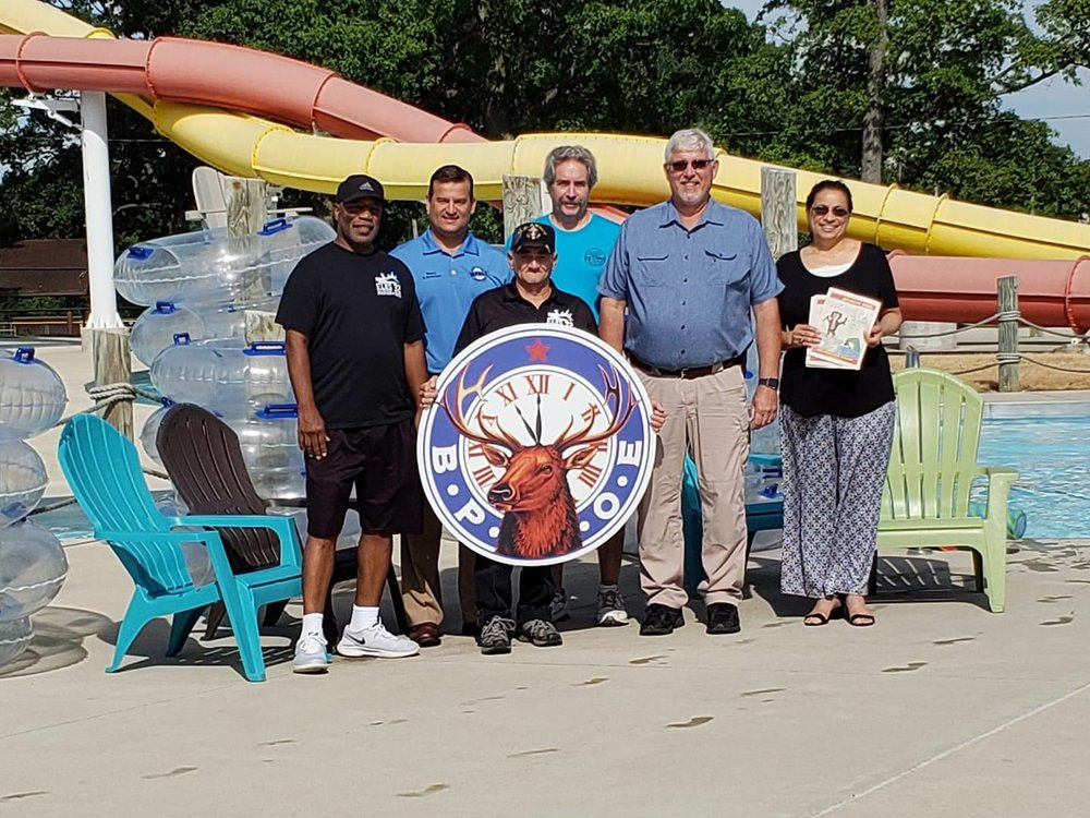 Pictured, from left: Willie Troutman, #32 spouse;Scott Schertzer - Mayor, City of Marion; David Feliciano, Trustee #32; Rex Coldwell, Secretary #32, DDGER NCD; Mike Cheney,Director, Marion City Lincoln Park Aquatic Center; Liz Feliciano, Treasurer #32.