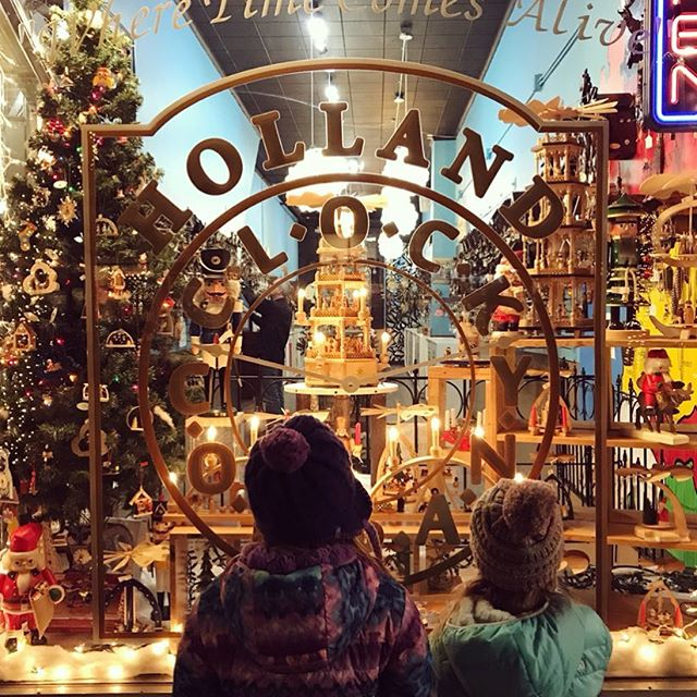 Window shopping 🎄🎅👀