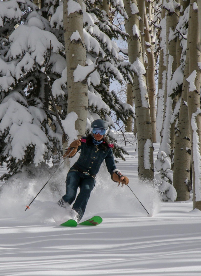 Lisa floating through the trees like a skiing queen!