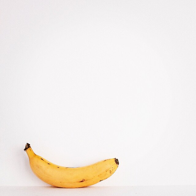 Most people know that bananas are considered healthy, but did you know all the benefits? 🍌🍌🍌 Although an average banana contains around 24g of carbs, it also contains a special fiber called pectin. This fiber has been shown to help regulate blood sugar and keep you feeling full longer. Fiber in bananas may also help nourish good gut bacteria and improve digestion. When it comes to nutrients, this fruit packs potassium, magnesium and antioxidants which contribute to heart , muscle and immune health. #AddMoreDaily _____________ #healthyfruit #onthego #quickmeals #quickmeal #vitamins #nutrientdense #probiotics #gutbacteria #optimize #fiber #supplement #nohassle #weightlossmotivation #healthymoms