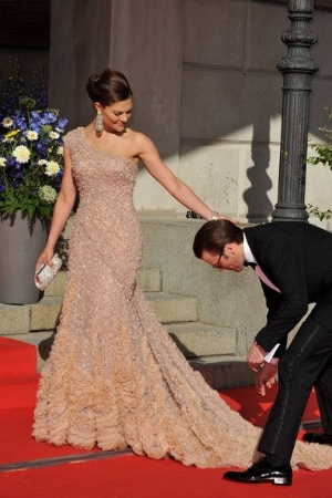 I think he's helping her with her dress but the photo pleases me in every way.