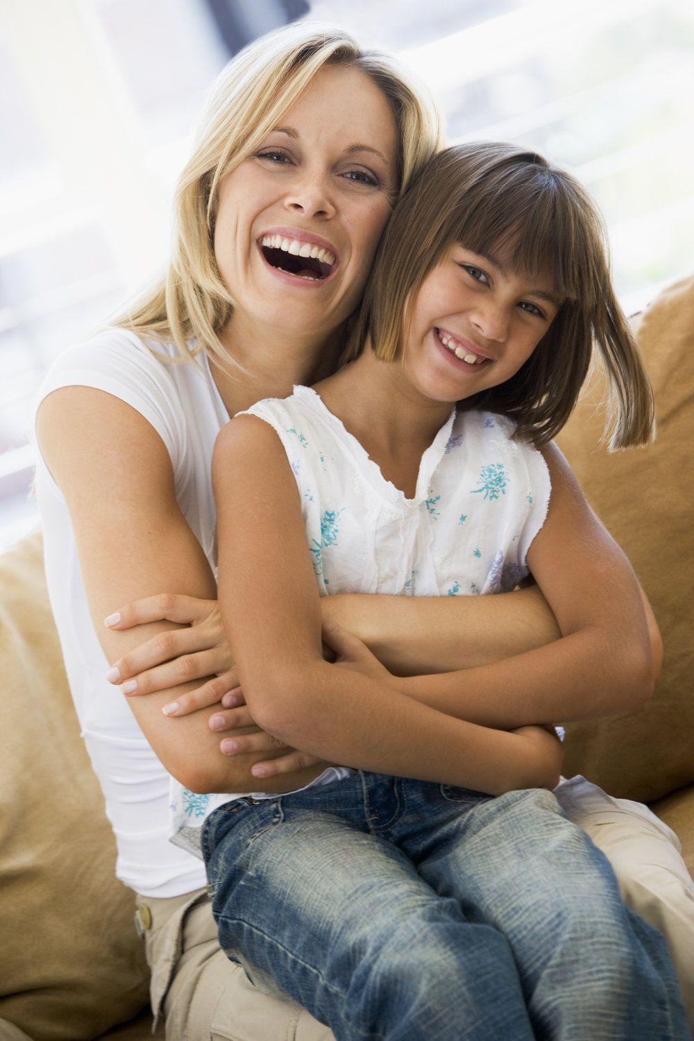 woman-and-young-girl-sitting-in-living-room-smiling_BKxwtiRHi.jpg