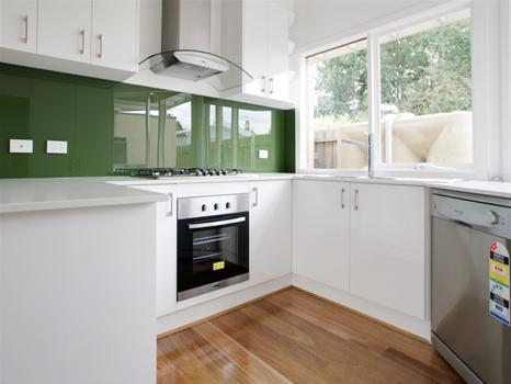 Designer-Glass-Interiors_137908_image_1.jpg