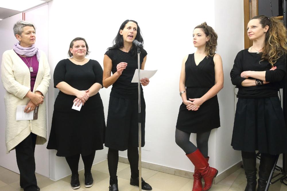 Photo: Kunstsammlung des Landes OÖ. Curators opening speech. Left to right: Anneliese Geyer (Kunstsammlungsleitung), Verena Hullik (Co-Curator),Elisa Andessner (Co-Curator), Caroline Cloutier (visual artist), Katharina Anna Loidl (visual artist)