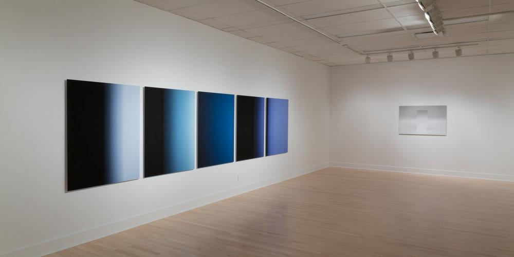 Vue d'exposition  Énigmes de l'ombre et de la lumière . Gauche: Martin Désilets.Droite: Caroline Cloutier