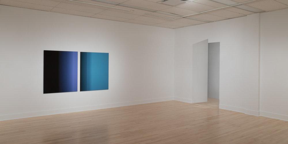 Vue d'exposition  Énigmes de l'ombre et de la lumière . Gauche: Martin Désilets. Droite: Caroline Cloutier.