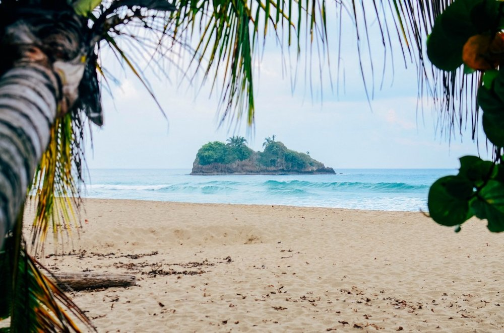 A beach in Costa Rica is the perfect place to marry.jpg