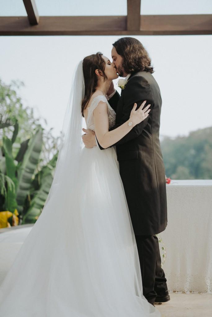 Emma and Gareth kiss.jpg