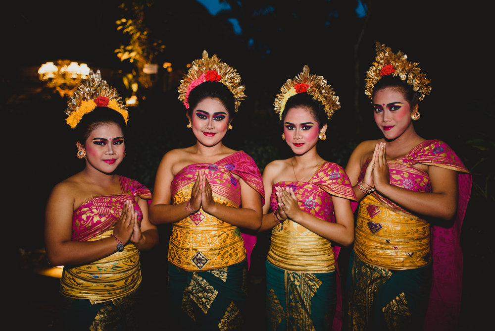 1750-0081M dancers.JPG