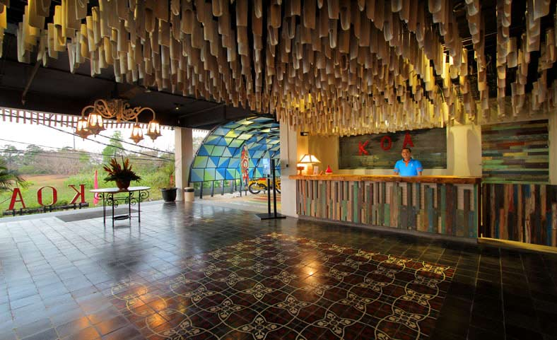 Koa Surfer Hotel - 3 stars, canggu - This hotel sits close to Brawa Beach, which is just on the border of the Canggu region. It's access to all the attractions within the area is great. It's a stylish and quirky hotel with a surf theme. The rooms are spacious, modern and provide all of the amenities of a new hotel. The pool area and rooftop bar make it a favourite for couples travelling together.