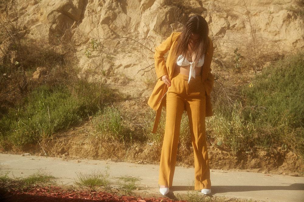 Zara orseund iris Yellow suit emily ratajowski mustard yellow