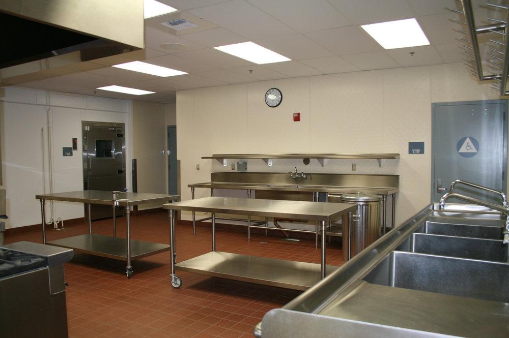 08-2010 CRES #16 136 - rm 414 Kitchen.jpg