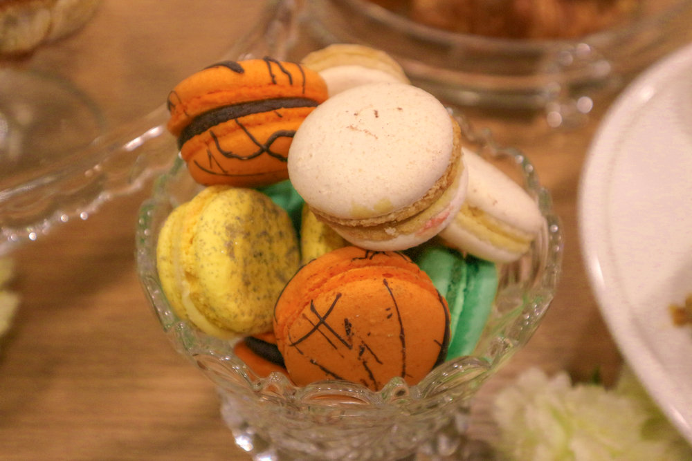 Macarons never looked so good before... and it's so Halloweeny