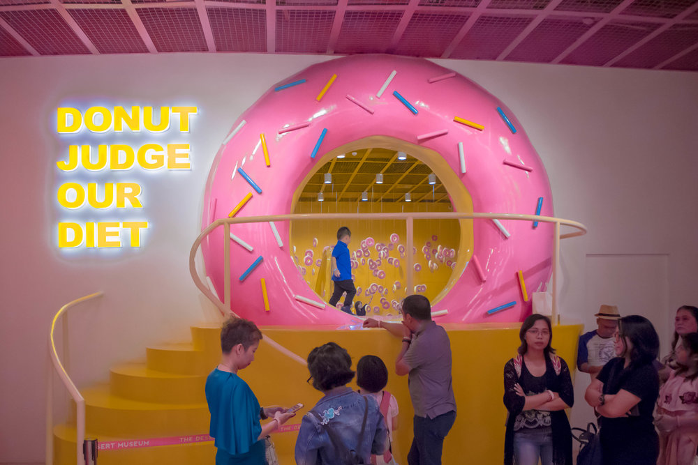 The entrance to the Dessert Museum starts off with the Donut Room, as shaped by this donut door that leaves a lot of innuendos to the imagination. ¯\_(ツ)_/¯