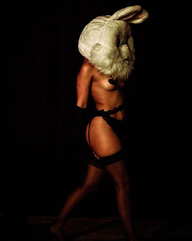 🐰 🔥 #burlesque #bunny #performanceart #divinefeminine