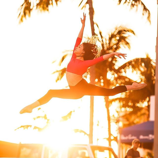 Let Your Light Shine💫 #miamisunset 📸 @julianna.d.photography ❤️ #notenoughtimewithyou 😘  #goldenhour #dianapombo #fearlesslyauthentic #13yearsold #leap #dance #fly  Top @sodancausa ❤️ Capri @go_flaunt_it ❤️