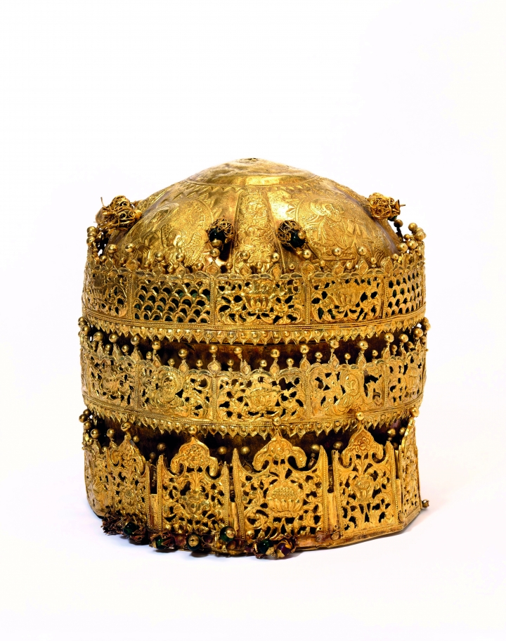 Crown-gold-and-gilded-copper-with-glass-beads-pigment-and-fabric-made-in-Ethiopia-1600-1850-c-Victoria-and-Albert-Museum-London-720x912.jpg