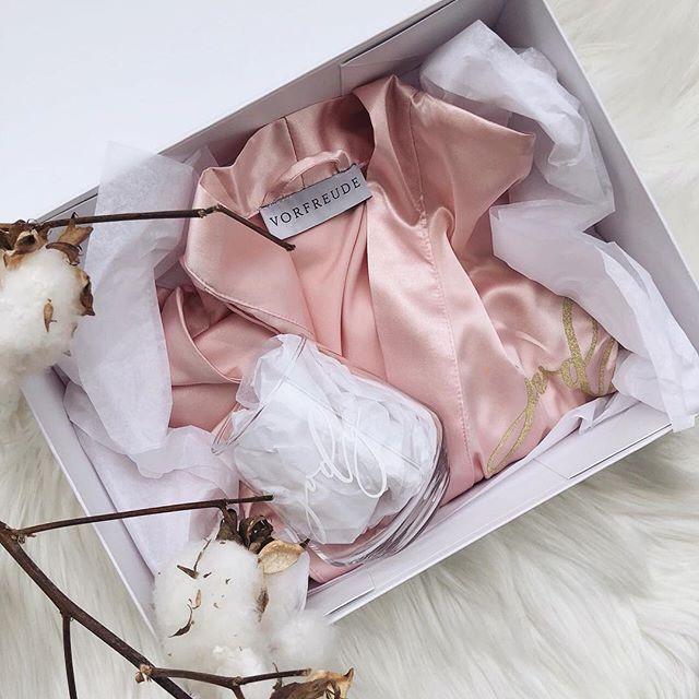 Creme De La Creme Box - includes a personalised box, robe and glass