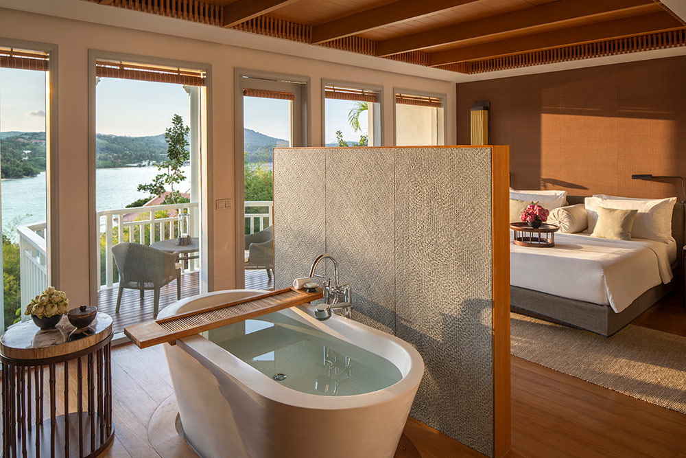 Amatara-Wellness-Resort-Bay-View-Suite-bath-tub.jpg