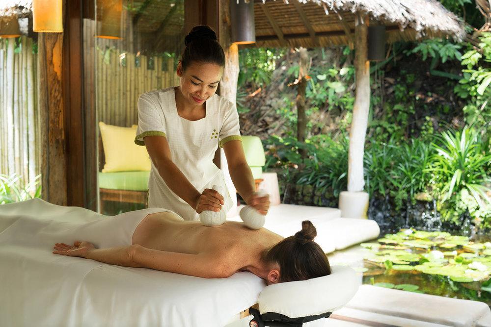 Thai_Herbal_Massage2_[6957-A4].jpg