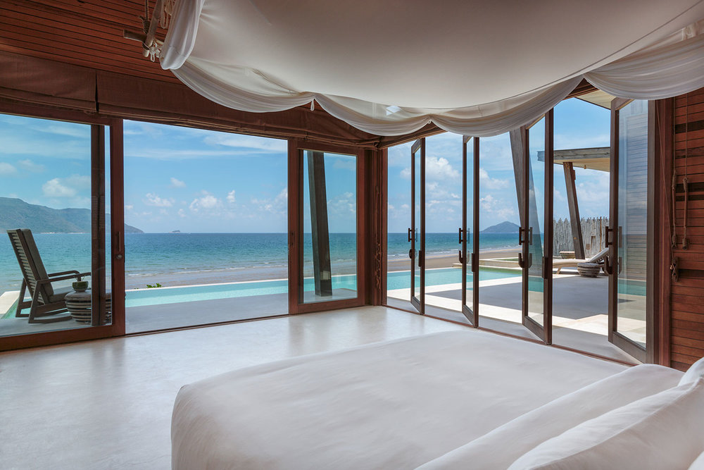 Ocean_Front_3_Bedroom_Villa_-_master_bedroom_[5408-ORIGINAL].jpg
