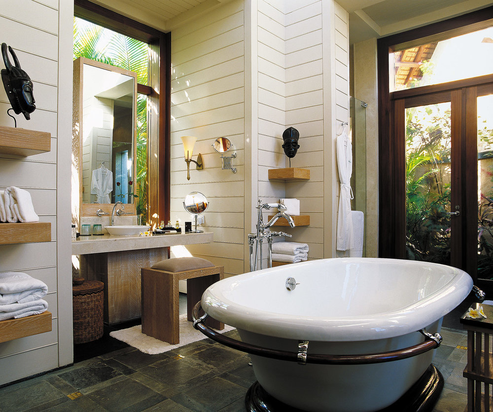 Hi_H0G6J_25893498_Bathroom-Royal-Villa-2048x1712.jpg