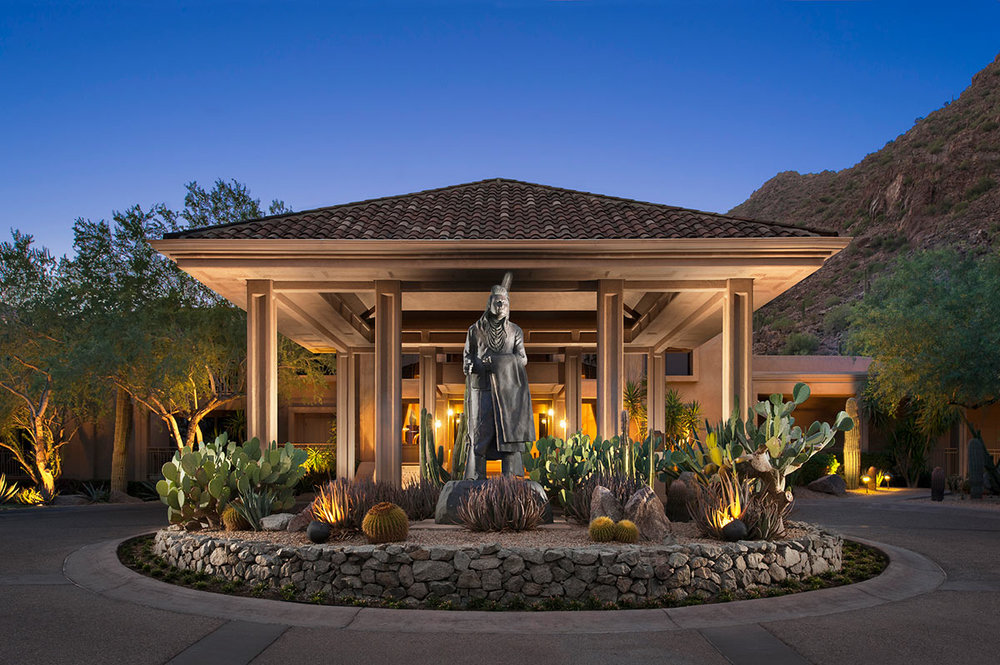 lux3544ex-156858-Canyon-Suites-Porte-Cochere.jpg