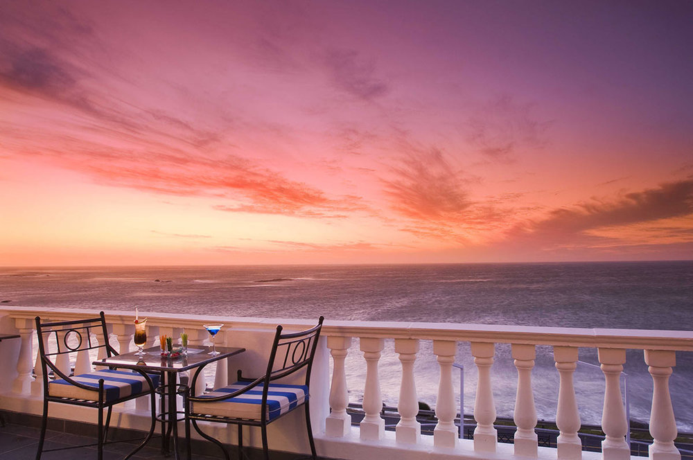 The-Twelve-Apostles-Hotel-and-Spa_Leopard-Lounge-Terrace.jpg