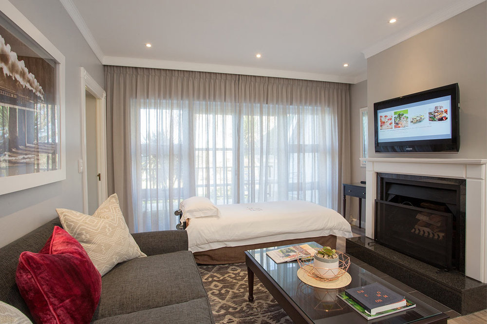 Fancourt-Hotel_One_Bedroom-Suite-Lounge.jpg