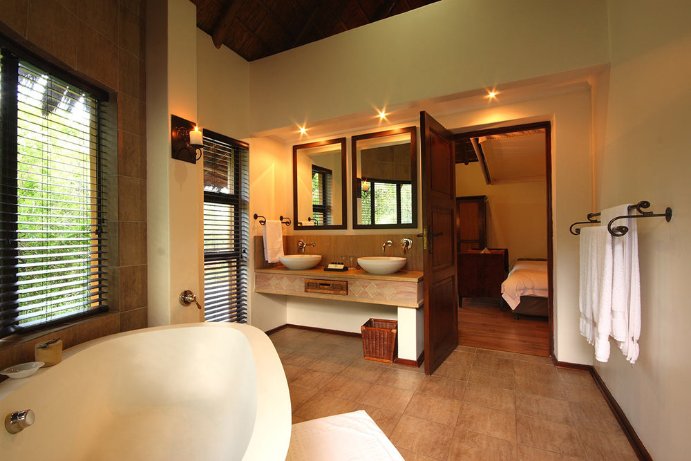 Ivory-Tree-Game-Lodge_Standard-Suite-Bathroom.jpg