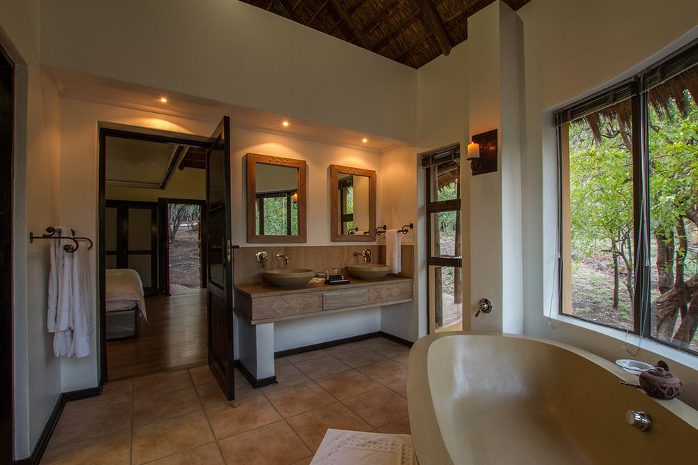 Ivory-Tree-Game-Lodge_Villa-Bathroom.jpg