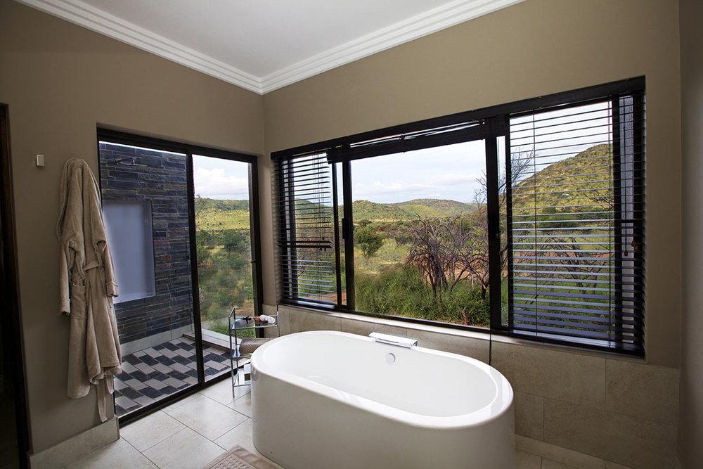 Shepherds-Tree-Game-Lodge_Luxury-Suite_Bathroom.jpg