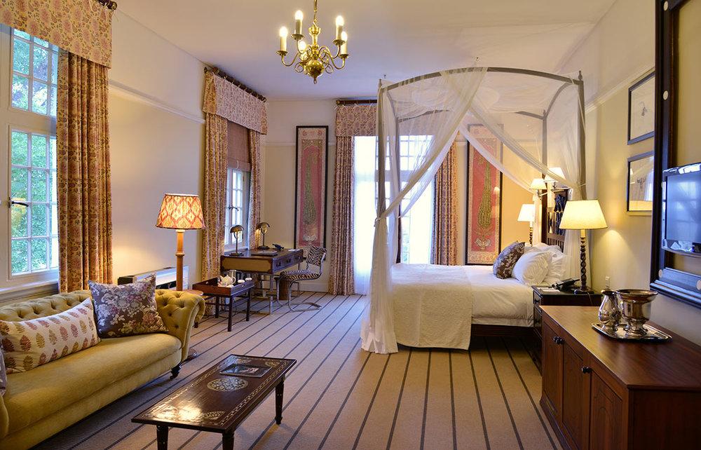 Victoria-Falls-Hotel_Deluxe-Suite.jpg