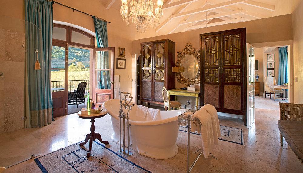 La-Residence_Superior-Suite-En-suite.jpg