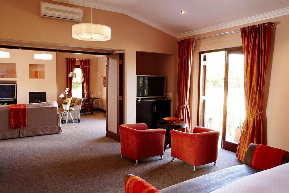 Le-Quartier-Français_Four-Quarters-Suite---Bedroom.jpg