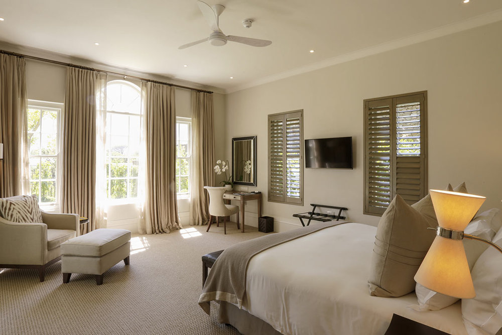 Leeu-Estates_Vineyard-Cottage-Deluxe-Room-1.jpg