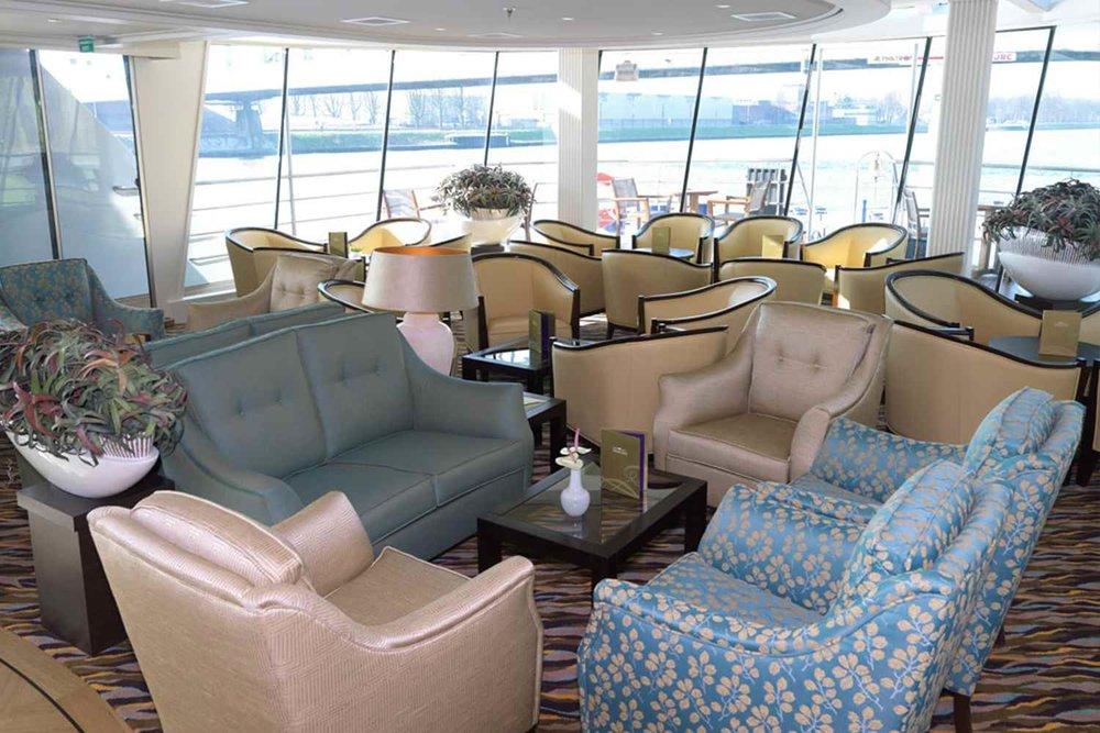 ship_9_lounge_gallery.jpg