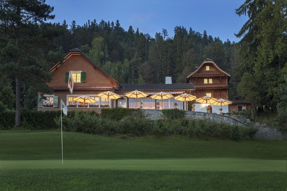 02_01_slider_alpine_golf_restaurant_outside.jpg